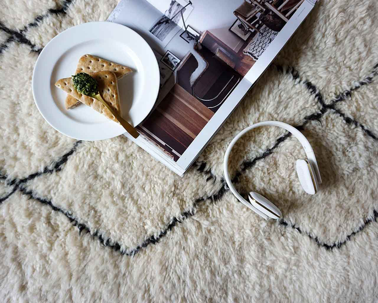 Breakfast Headphones Magazine Comfortable Carpet Wool 2