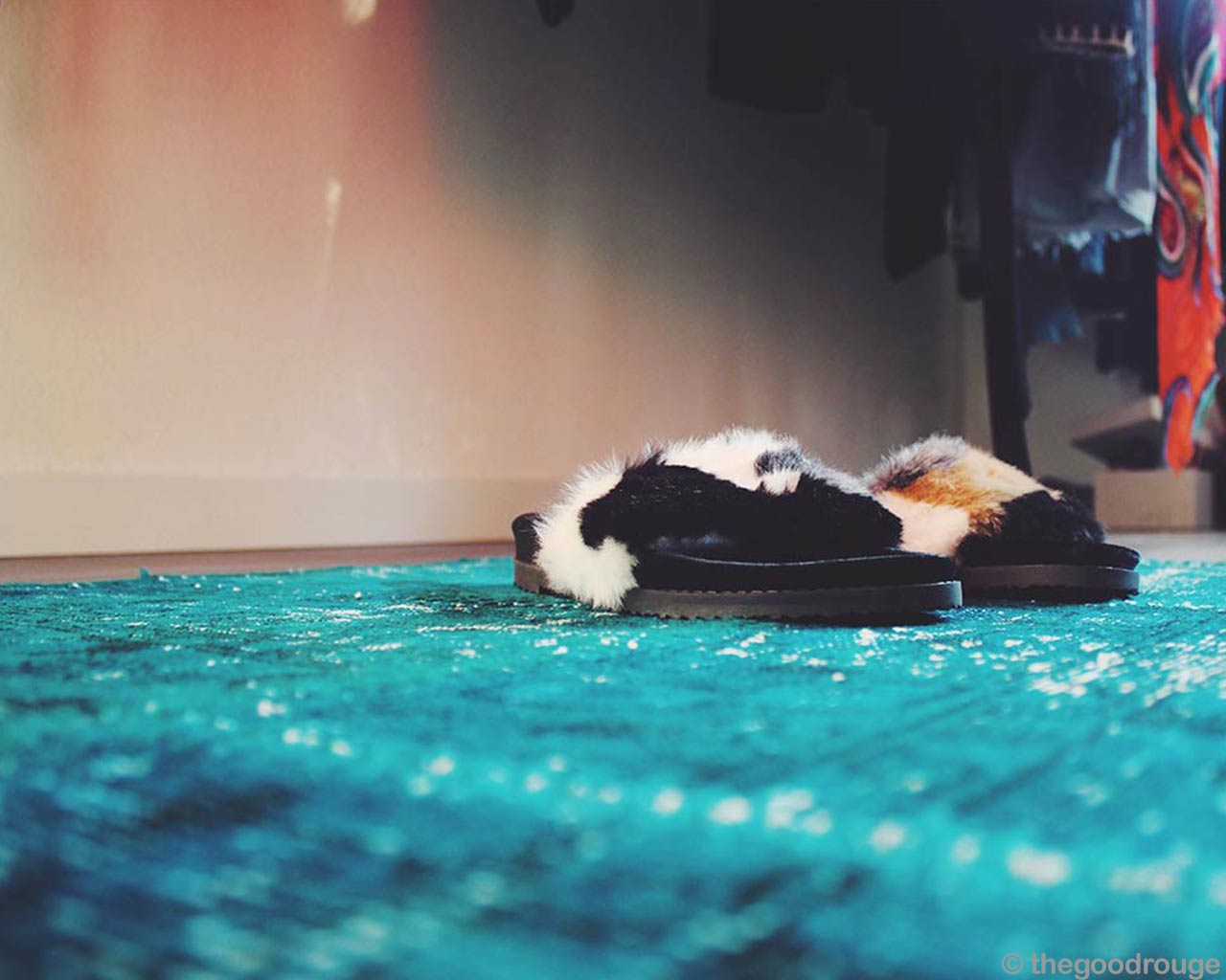fashionable black white slippers turquoise patchwork rugs