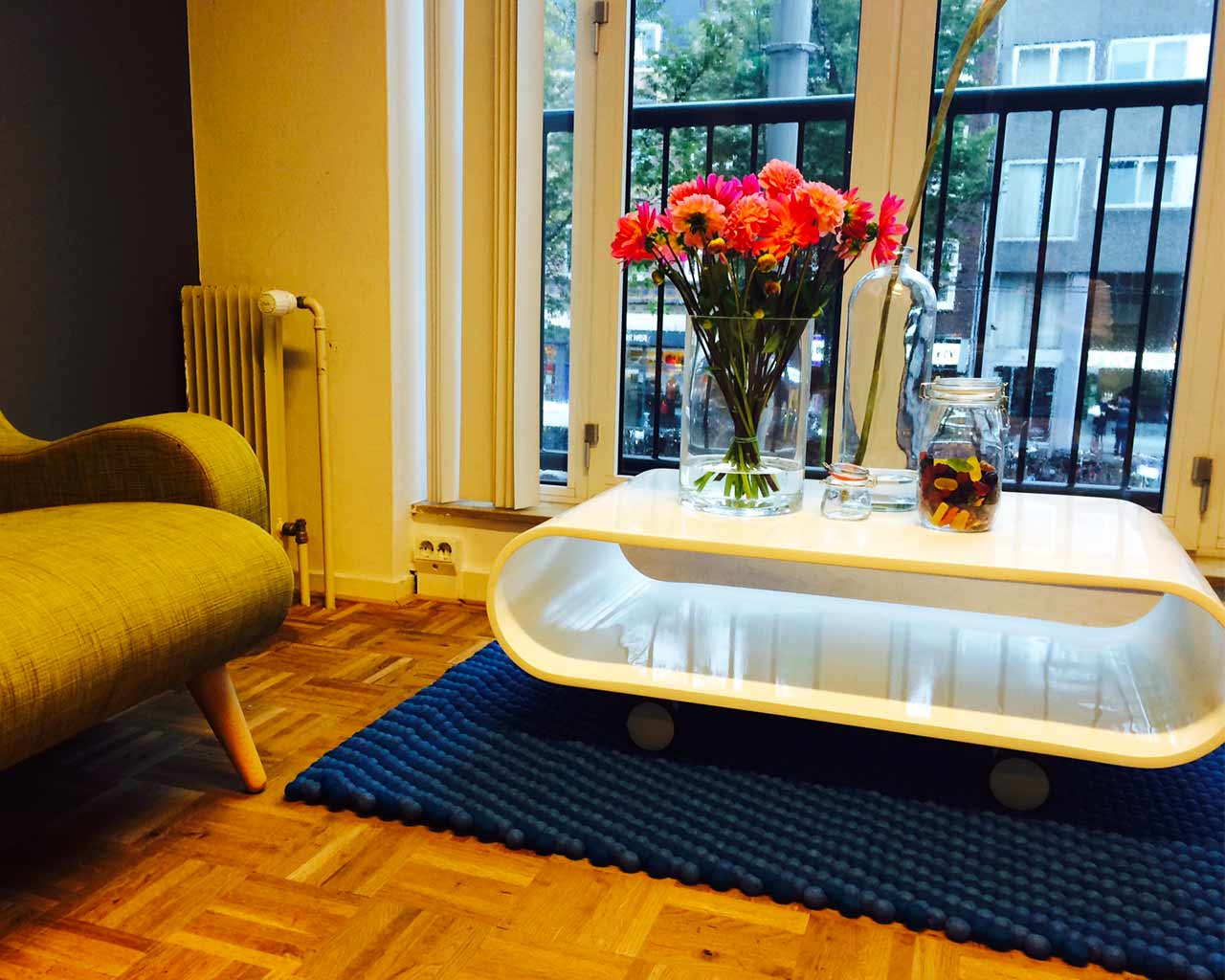 blue rug green couch Amsterdam